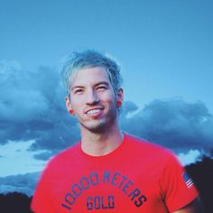 twenty one pilots fans | Tumblr His hair is the same color as the sky!