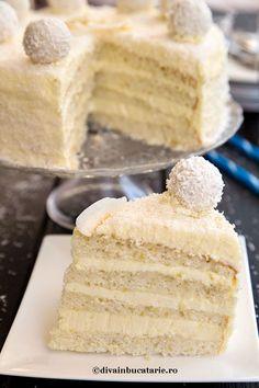 felie-tort-raffaello Sweets Recipes, Cake Recipes, Torte Recipe, Homemade Cakes, Cheesecakes, Vanilla Cake, Food And Drink, Yummy Food, Baking