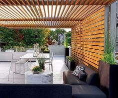 A modern pergola adds style and shade to your backyard. When you want to build a pergola to your patio or backyard, surely you will need posts, larger pots for plants, and other materials. Pergola Kits, Outdoor Rooms, Private Garden, Modern Pergola, Patio Design, Wooden Terrace, Outdoor Inspirations, Wooden Decks, Pergola Designs