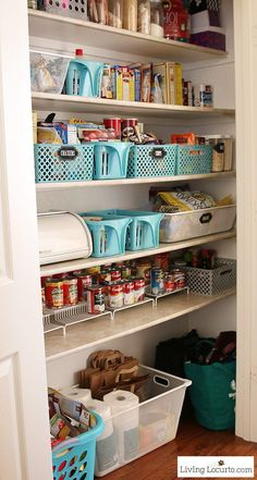 Kitchen Pantry Organization Ideas with Printable Labels Inspiring kitchen pantry organization ideas with free printable kitchen pantry labels to organize a kitchen. Kitchen Organization Pantry, Pantry Storage, Kitchen Pantry, New Kitchen, Kitchen Storage, Home Organization, Kitchen Decor, Organizing Ideas, Kitchen Labels