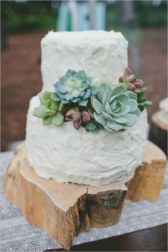 This cake looks simply charming adorned with succulents. Decorate cakes, add texture to arrangements, bouquets, and other wedding flowers with fresh cut succulents, available year-round at GrowersBox.com!