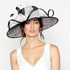 Buy Occasion hats & fascinators from the Womens department at Debenhams. You'll find the widest range of Occasion hats & fascinators products online and delivered to your door. Wedding Guest Fascinators, Wedding Hats For Guests, Hair Wedding, Wedding Hats Uk, Mother Of The Bride Hats, Best Wedding Dresses, Trendy Wedding, Bride Dresses, Wedding Outfits