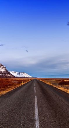 Beautiful Roads, Beautiful Sites, Beautiful Places, Highway Road, Vanishing Point, Winding Road, Back Road, Outdoor Travel, Family Travel