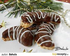Vypracujeme těsto, vyválíme a vypichujeme rohlíčky. Pečeme cca 10min. na 170´C. Na vychladlé rohlíčky cukrářským sáčkem s ozdobnou špičkou... Christmas Candy, Christmas Cookies, Czech Recipes, Ethnic Recipes, Graham Crackers, Sushi, Sausage, Meat, Food