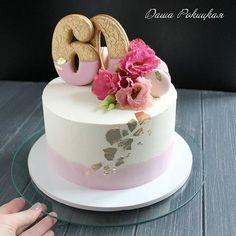 А еще сегодня был такой тортик на юбилей от любящей семьи)Нравится мне тортики делать,очень!Только...со сном они чего-то не уживаются))Либо торт либо сон, и никак иначе ( у меня)) #тортики_рокицкая #тортвкиеве #торткиев #сладстикиев #сладостивкиеве #тортназаказкиев #тортнаюбилей