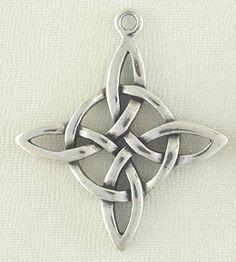 Sterling Silver Jewelry Charm-Quatrefoil Cyrillic-like knot XD I have a lot of stuff like this. Charm Jewelry, Wire Jewelry, Pendant Jewelry, Jewelry Art, Jewelery, Jewelry Accessories, Fashion Jewelry, Jewelry Design, Black Gold Jewelry