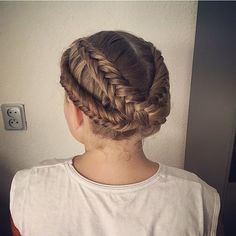 """#instacool#instahair#instabraid#instarepost#hairdo#hairpost#hairideas#hairpost#hairphotos#hairposts#hairideasforgirls#braids#braidideas#braidpics#braidphoto#braidphotos#haar#vlechten#vissengraatvlecht#alsjehaarmaargoedzit#fishtail#solopeinados#peinados#braidtrends#inspirationalbraids#hairfashion"" Photo taken by @ilove_braids on Instagram, pinned via the InstaPin iOS App! http://www.instapinapp.com (09/20/2015)"