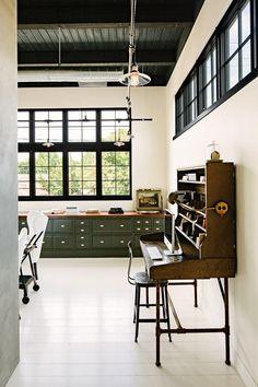 Industrial loft vintage desk / Remodelista