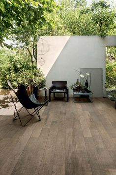 Want to lay a wooden floor outside that is water resistant and still looks pretty? Wooden Tile of Casa dolce casa may be your choice! #outdoor #outside #tile #floor #stoneware #brown #wood
