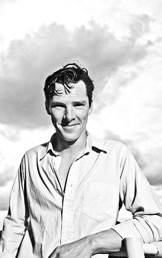 This looks like one of those old fashioned photos you got from the Benedict Cumberbatch Sherlock Bbc, Benedict Cumberbatch Sherlock, Martin Freeman, Old Fashioned Photos, Mrs Hudson, Nerd, Raining Men, British Actors, British Boys