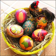 Easter eggs are specially decorated eggs given to celebrate the Easter holiday. The egg was a symbol of the rebirth of the earth in Pagan celebrations of spring Boil Easter Eggs, Jade Green Color, Easter Egg Designs, Easter Ideas, Batik Art, Coloring Easter Eggs, Easter Weekend, Easter Colors, Egg Art