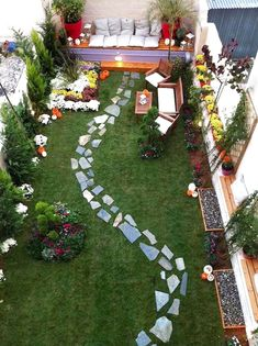 48 Favourite Small Yard Landscaping & Flower Garden Design When it comes to the back garden, bigger is not always better. Small spaces outside the room can be just as fun for entertaining in the spring as well as … Large Backyard Landscaping, Backyard Seating, Small Backyard Design, Backyard Garden Design, Garden Seating, Landscaping Ideas, Backyard Ideas, Patio Ideas, Small Patio