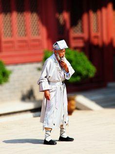 Tai Chi Master by kevinpoh, via Flickr
