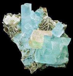 Aquamarine with fluorite and muscovite