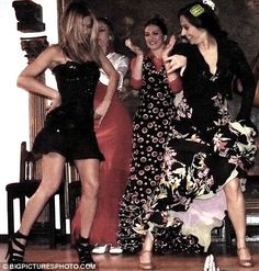 Jennifer Aniston Flamenco dancing in Madrid Brad Pitt And Jennifer, Jennifer Aniston Pictures, Mode Glamour, World Most Beautiful Woman, Lauren London, Christina Milian, Famous Singers, Nicole Scherzinger, Kate Beckinsale