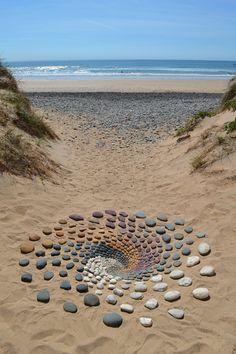 Pebble Mosaic, Pebble Art, Rock Sculpture, Strange Photos, Crazy Photos, Environmental Art, Outdoor Art, Art Festival, Beach Art