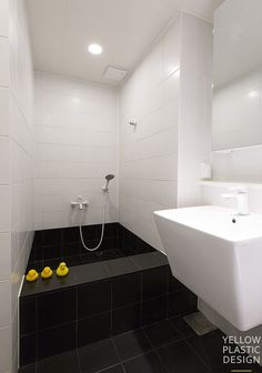 Contemporary Bathtubs, Contemporary Bathroom Designs, Contemporary Home Decor, Bathroom Design Small, Tub Shower Combo, Shower Tub, Bathroom Renos, Bathroom Interior, Bathroom Dimensions