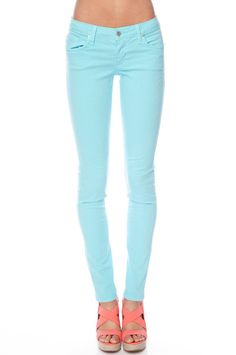 Aqua skinny jeans + coral shoes