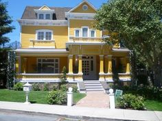 I would die just to live in this house!!!! Yello!!