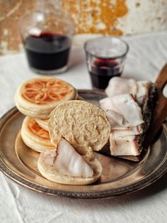Tigelle con Lardo (Tigella is the name of both a bread that is typical of certain areas in central Italy and the tool to cook it, an earthenware disc that was traditionally heated in the fireplace.)