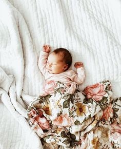 Baby sleep Photography Beds - - - Baby sleep Meme - Baby sleep Videos On Tummy Little Babies, Little Ones, Cute Babies, Baby Pictures, Baby Photos, Spearmint Baby, Fulton Sheen, Baby Kind, Baby Baby