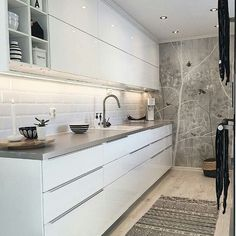 White gloss kitchen with metro brick white tiles One Wall Kitchen, Cosy Kitchen, Kitchen Wall Tiles, Kitchen Decor, Kitchen Ideas, Interior Design Inspiration, Room Inspiration, White Gloss Kitchen, Kitchen Paint Colors