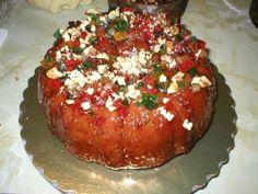 Rica torta negra navideña con frutas, chocolate, avellanas y licor.