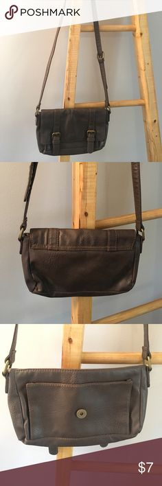 Old Navy Brown Crossbody Bag Chocolate brown small crossbody bag with adjustable strap. Bronze buckles. Worn for one season, in good condition. Two pockets inside, but no zipper pockets. Old Navy Bags Crossbody Bags