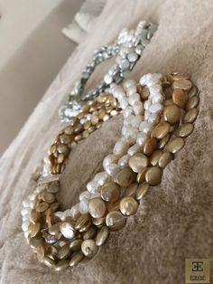 ¿Con oro o can plata? Sueña con un collar de perlas diferente... www.isabelle.es