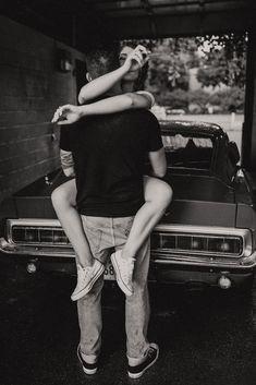 Vintage Couple Photography, Bride Photography, Couple Photography Poses, Dark Photography, Car Engagement Photos, Engagement Couple, Engagement Session, Couple Posing, Couple Shoot