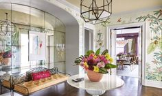 Foyer of a Manhattan apartment designed by Celerie Kemble, House Beautiful (September Photo by Christopher Sturman. Entryway Furniture, Entryway Decor, Entryway Ideas, Rustic Furniture, Design Entrée, Interior Design, Design Trends, Design Ideas, Apartment Entrance