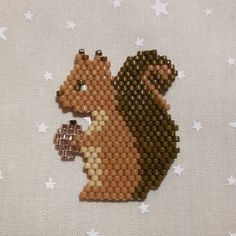 we little squirrel makes its reserves for the winter. Seed Bead Patterns, Beaded Jewelry Patterns, Peyote Patterns, Beading Patterns, Seed Bead Crafts, Seed Bead Jewelry, Seed Bead Earrings, Miyuki Beads, Motifs Perler