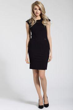 Es un vestido negro.