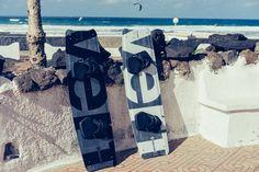 #kitelement #kiteboard #kiteboarding #revert #white #black #carbon #highend #top #lanzarote #famara Kite Board, Boards, Top, Black, Lanzarote, Planks, Black People, Crop Tee