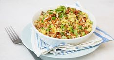 You won& eat take out fried rice anymore after you try this healthy and delicious cauliflower fried rice recipe. You wont eat take out fried rice anymore after you try this healthy and delicious cauliflower fried rice recipe. Healthy Fried Rice, Cauliflower Fried Rice, Cauliflower Recipes, Veggie Recipes, Vegetarian Recipes, Cooking Recipes, Healthy Recipes, Vegetable Dishes, Rice Recipes