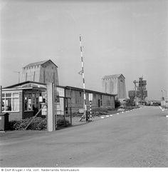 Beroerde bouwwerken: Staatsmijn Beatrix (Herkenbosch - Nederland) Street View, Black And White, Vintage, Pictures, Black N White, Black White, Vintage Comics