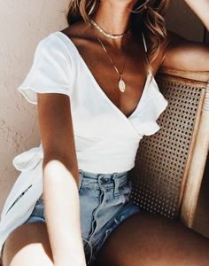 Deep V Neck Sexy Crop Top Knot Blouse Shirt Women Long Sleeve Crop Top 2017 Spring Black White Blouse Blusas Cross Bandage Top Style Outfits, Casual Outfits, Cute Outfits, Fashion Outfits, Womens Fashion, Spring Summer Fashion, Spring Outfits, Style Summer, Spring Hair
