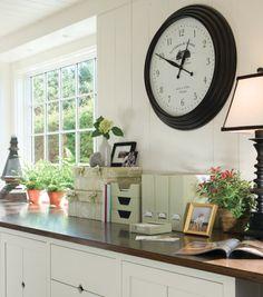 Foi-se o tempo em que os relógios serviam apenas como marcadores de horas. Hoje eles são grandes aliados decorativos e muitas vezes podem até mesmo ganhar lugar de destaque na decor!