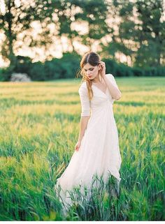 Graceful Bride in a Wheat Field from Melanie Nedelko - Hochzeitsguide