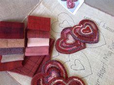 Rug Hooking Kit for Heart Mug Rugs J873 par DesignsInWool sur Etsy