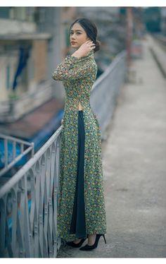 Về đẹp của áo dài | bởi davidjoey Casual Indian Fashion, Indian Fashion Dresses, Indian Gowns Dresses, Dress Indian Style, Indian Designer Outfits, Look Fashion, Fashion Outfits, Punjabi Fashion, Fashion Weeks