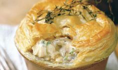 This delicious chicken and mushroom pie recipe is the ultimate comfort food. This chicken and mushroom pie made with double cream, white wine and thyme is great on cold nights, but a family favourite all year long. Chicken And Mushroom Pie, Mushroom Recipes, Cream Chicken, Mustard Chicken, Dinners Under 500 Calories, Leftover Chicken Recipes, Recipe Chicken, Roast Chicken, Chicken Pie Recipes