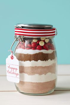 DIY Gifts: Layered Chocolate Cookie Mix #christmas #holidays #diy #gifts
