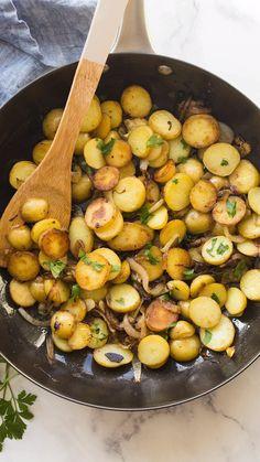 Cheesy Recipes, Potato Recipes, Vegetable Recipes, Mushroom Recipes, Yummy Recipes, Yummy Food, Healthy Recipes, Fried Potatoes Recipe, Sliced Potatoes