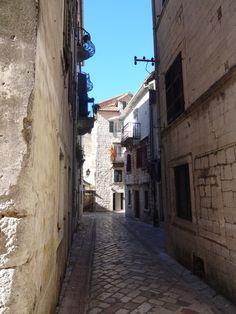 ruelas algumas não tem lojas só moradia-Kotor Montenegro