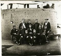 The crew of USS Monitor stands near the ship's turret after the Battle of Hampton Roads between Monitor and the Confederate navy ironclad CSS Virginia. Naval History, Us History, Military History, Uss Monitor, American Civil War, American History, Us Navy Ships, Civil War Photos, Thing 1