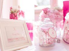 Traumhafte Candybar in pink und rosa mit Glasgefäßen von Nanu Nana und Depot