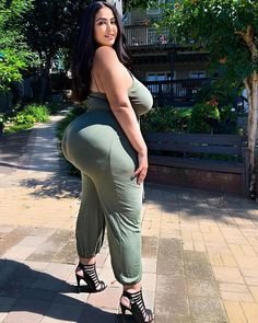 Curvy Fashion Summer, Thick Girl Fashion, Sexy Older Women, Sexy Women, Curvy Women, Curvy Outfits, Girl Outfits, Large Women, Belleza Natural