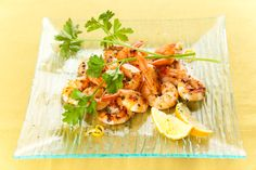 Sauteed shrimp  Jump the shrimps in a very hot frying pan with a drop of oil, seize them, when they change color, to mid-cooking practically, thaw with quite a small little white wine. Add the chopped very finely parsley, of the ... Read More...