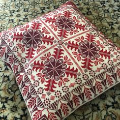 Cross Stitch Geometric, Cross Stitch Bird, Cross Stitch Borders, Cross Stitch Designs, Cross Stitching, Cross Stitch Patterns, Folk Embroidery, Hand Embroidery Designs, Cross Stitch Embroidery